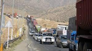 صفهای طولانی کامیونها در مرز بازرگان