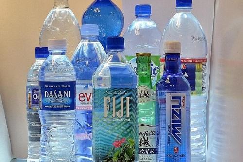 فروش آب معدنیهای خارجی با وجود ممنوعیت واردات